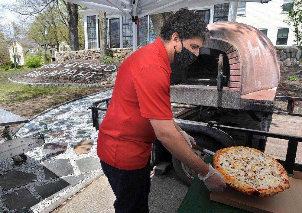 1014568411 MA_MW_pizza1.jpg